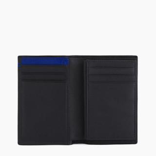 Le Tanneur Martin wears medium card in black leather