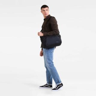 """Eastpak Bartech sac pour Pc portable 15"""" constructed 46q Black porté"""