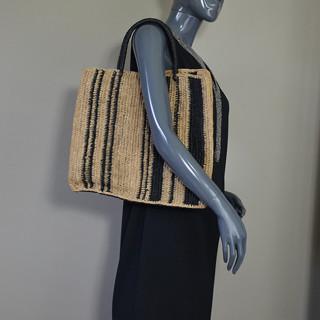 L'Atelier du Crochet Sac Cabas Vertiga Noir porté