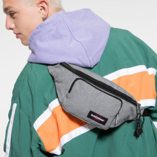 Eastpak Page Sac Banane 363 Sunday Grey porté dos